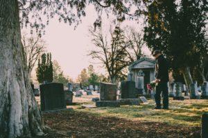 film na żywo z pogrzebu